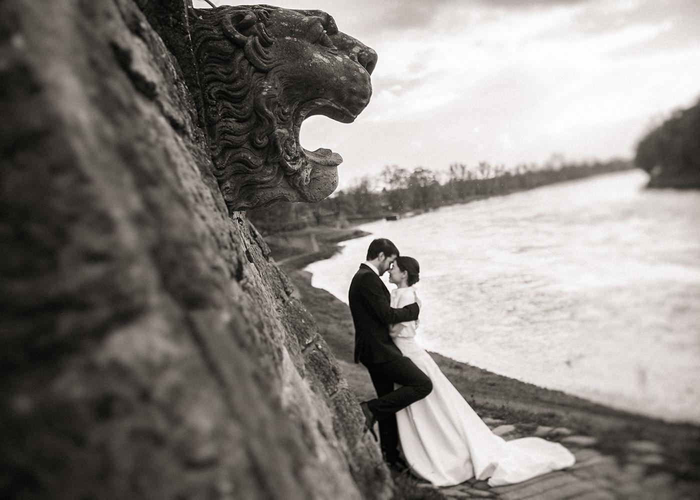 Paarfotoserie-Hochzeit-Dresden-Pillnitz-ELbe-Schwarz-Weiss